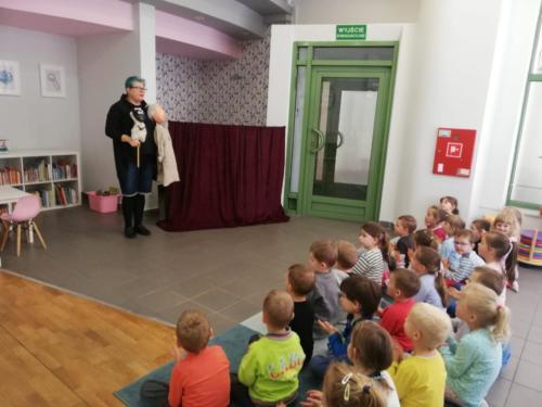 Teatralne poranki - Pani Teatrzyk w bibliotece